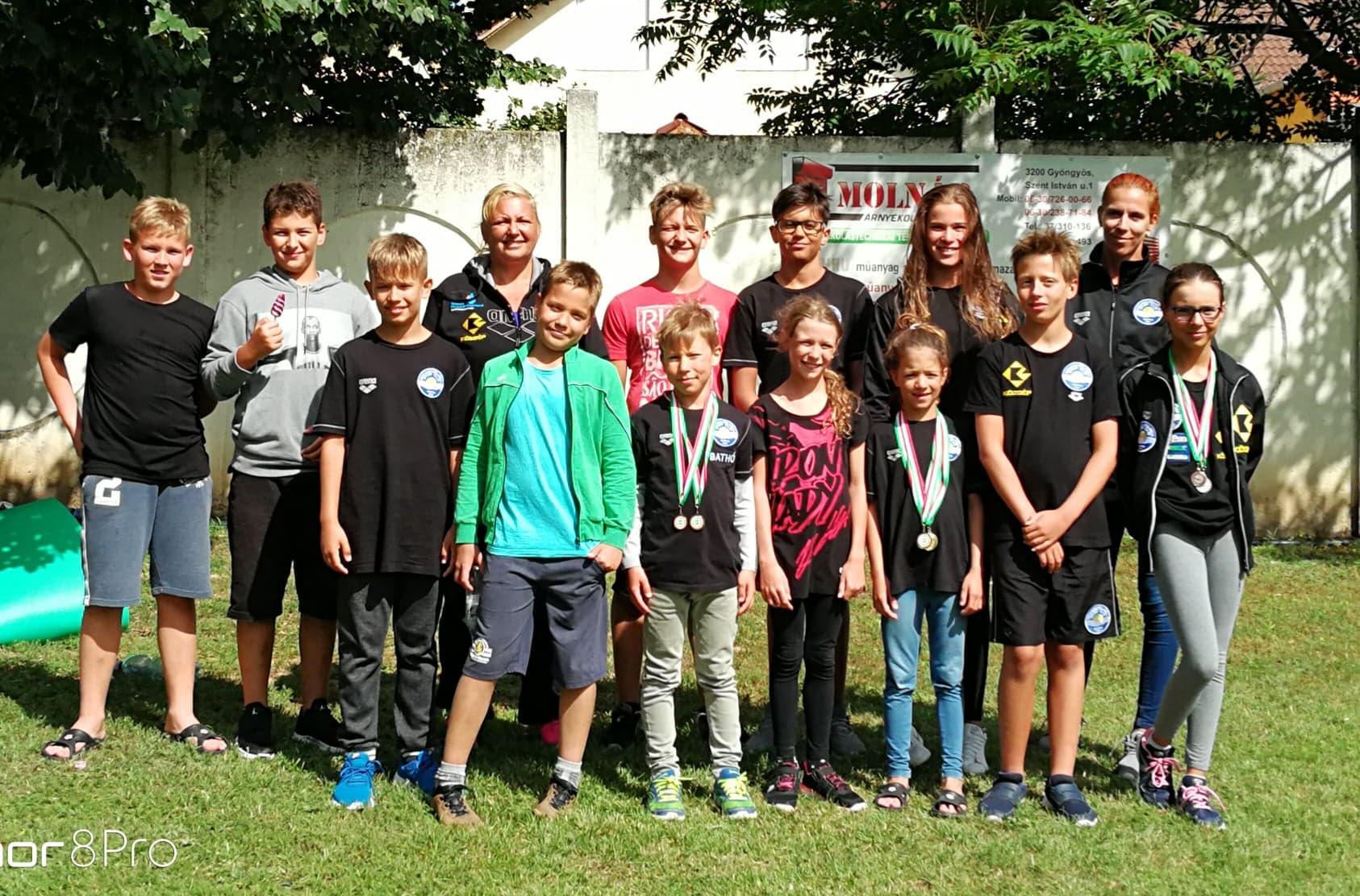 Tizennyolc érmet szereztek a szolnoki úszók